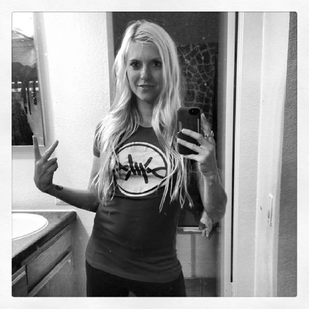 The Beautiful Kellee Maize representing FrostWire with a FrostWire Tee